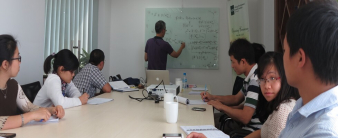 Professor Le Van Cuong visited Mekong Development Research Institute and lectured on optimal growth model